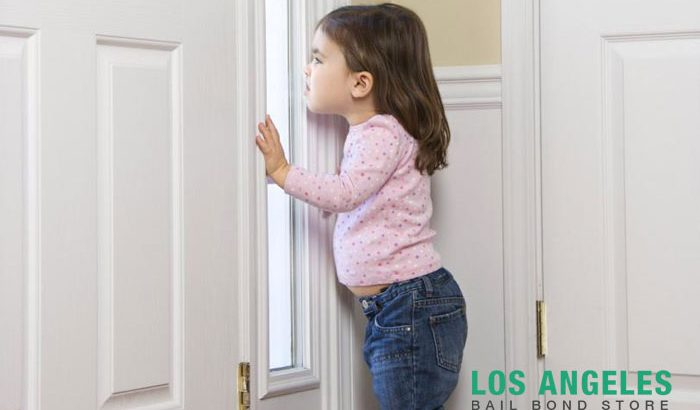 children answering the door